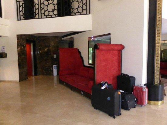 Imperial Plaza Hotel: nos valises dans le hall désert !