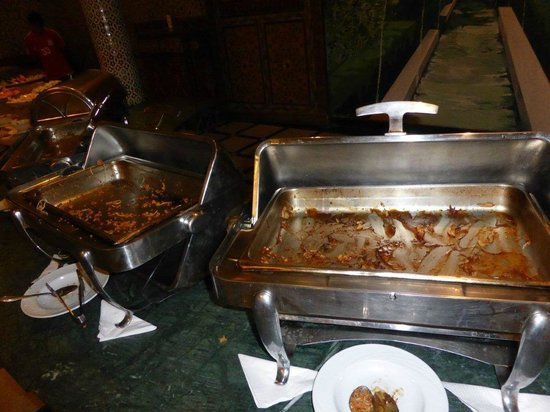 Imperial Plaza Hotel: Buffet minable et souvent vide !