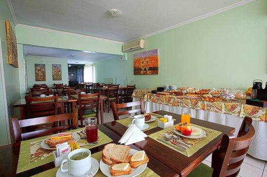 Café da manhã Carina Flat Hotel