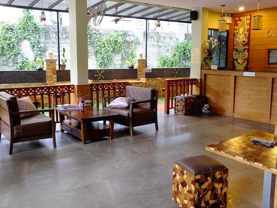 Baan Sailom Hotel: ресепшен