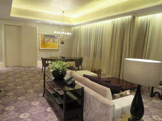 Resorts World Sentosa - Hotel Michael: リビング