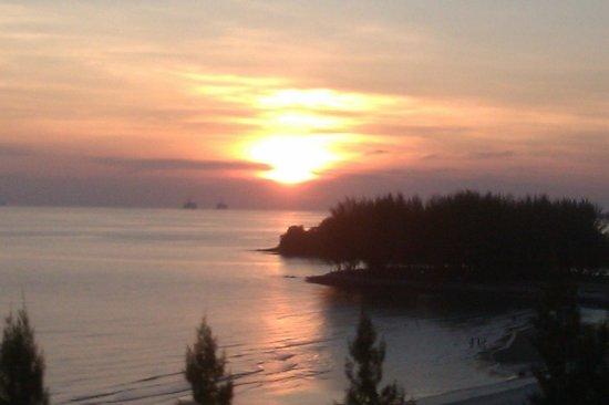 Bayu Beach Resort Port Dickson: sunset-unedited