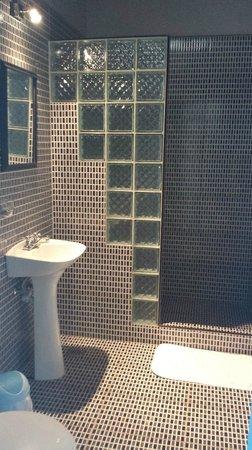 La Casa de Concordia: Bathroom