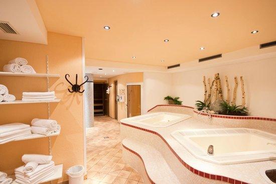Hotel Garni Hainbacherhof: Whirlpool