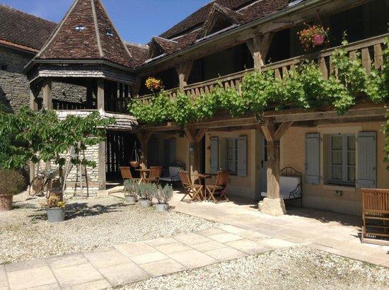 Hôtel Auberge de la Beursaudière : courtyard