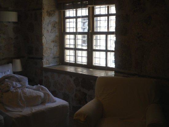 Alp Pasa Hotel : İki kişilik tahsis edilen oda ( tek kişilik iki yatağın yanyana birleştirilmesi (!))