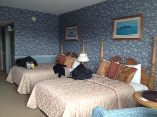 Riveredge Resort : A dated room but comfortable