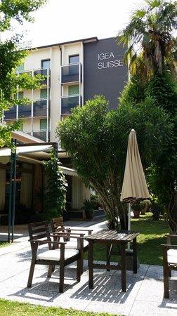 Igea Suisse Hotel Terme : facciata dal giardino