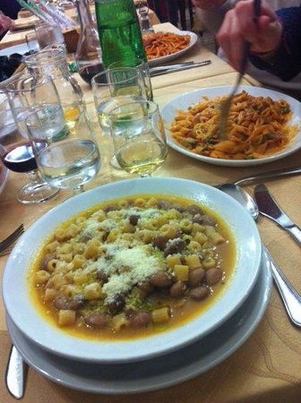 Dal Marsicano : Pasta e fagioli, pennette al prosciutto e piselli in salsa rosa
