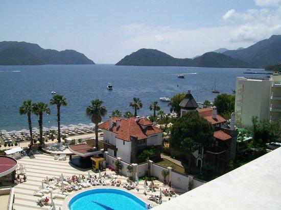 Golden Rock Beach Hotel: zeezicht uit de kamer