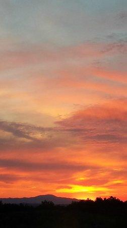 Le Torri: tramonto sulla valle
