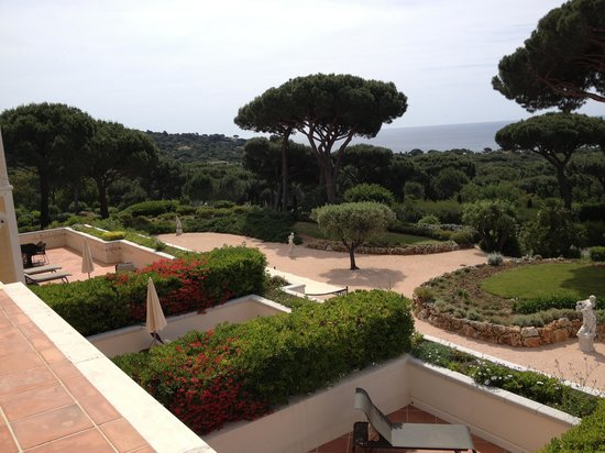 Chateau De La Messardiere: The view from our terrase