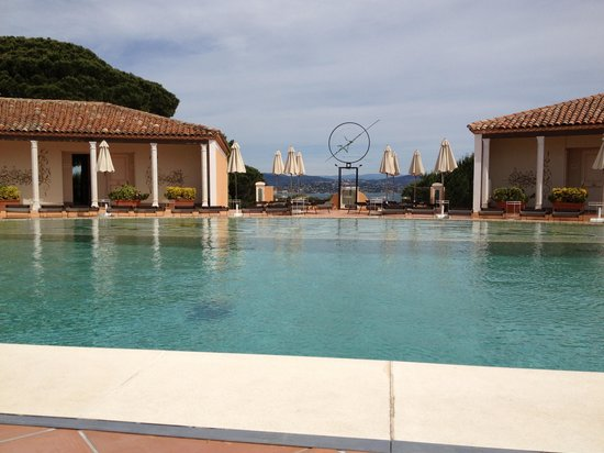 Chateau De La Messardiere : The pool area