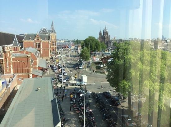 Ibis Amsterdam Centre : vista do quarto 633.