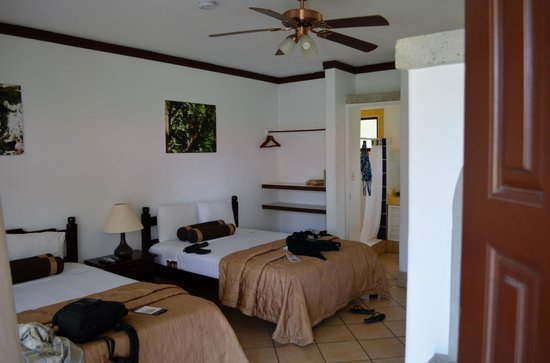 Hacienda Guachipelin : Our room was large, spacious and clean.