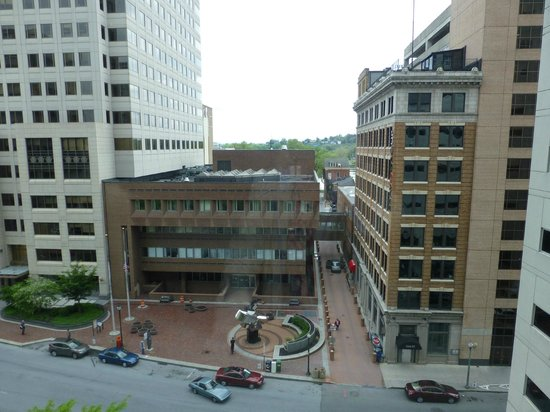 Hilton Harrisburg: View out front of hotel from room
