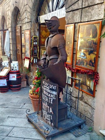Strada del Vino Nobile di Montepulciano e dei Sapori della Valdichiana Senese: La contina