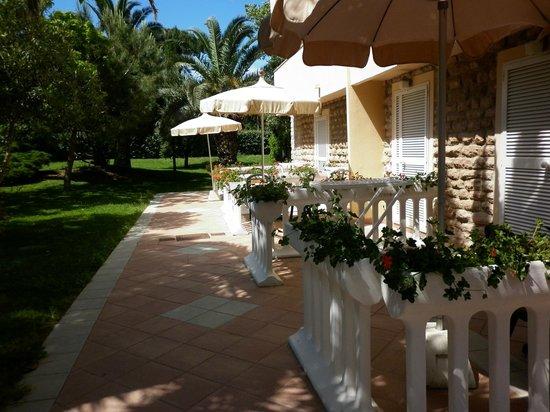 Park Hotel Marinetta : veduta di alcune camere con giardino