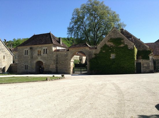 Abbaye de Fontenay: Outside the entrance