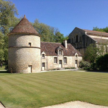Abbaye de Fontenay: The dog kennels and dove cote (honest)