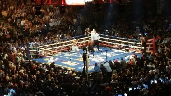 MGM Grand Hotel and Casino : Floyd Mayweather vs. Maidana