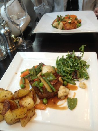 Café Sud : Beef tenderloin and scallops main dishes