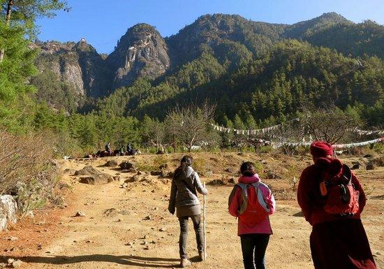 Taktsang Palphug Monastery: o início da trilha