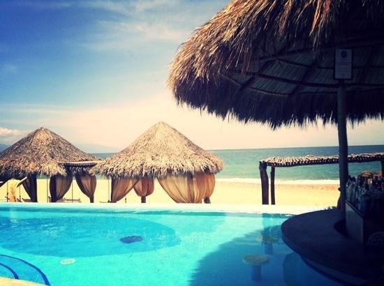 Villa Premiere Boutique Hotel & Romantic Getaway: Vista a la playa desde la piscina principal