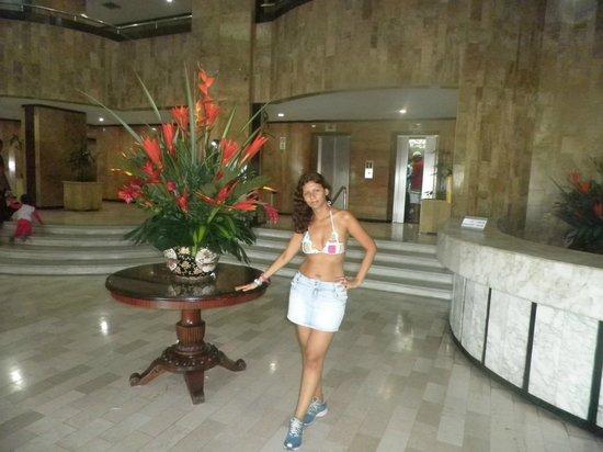 Hotel Cartagena Plaza : Yo en el lobby del hotel