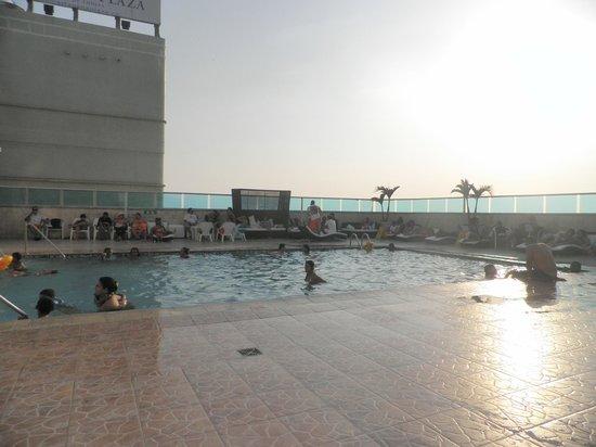Hotel Cartagena Plaza : Zona de piscina piso 18