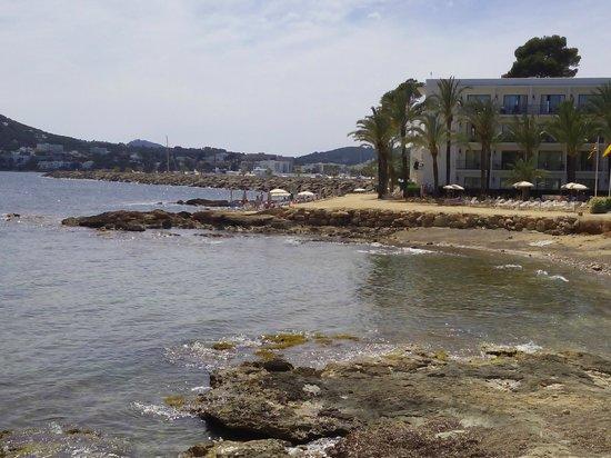 Catalonia Ses Estaques: Hotel y cala