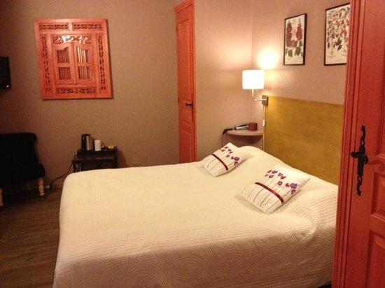 Hotel Garlande : Chambre/ lit