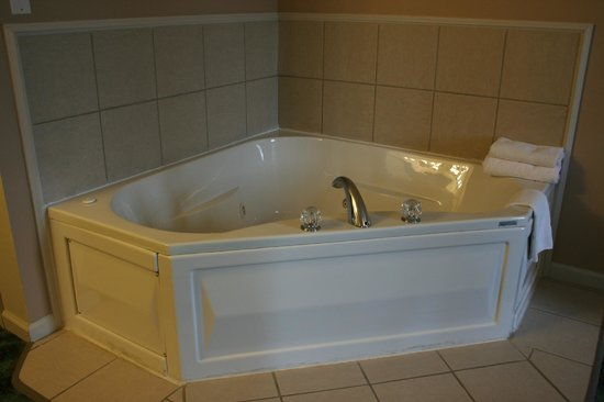 person jacuzzi tub suite picture of hardy 39 s spring river lodge