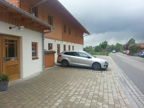 Pension Schweizerhaus: Parking area and entrance to hotel