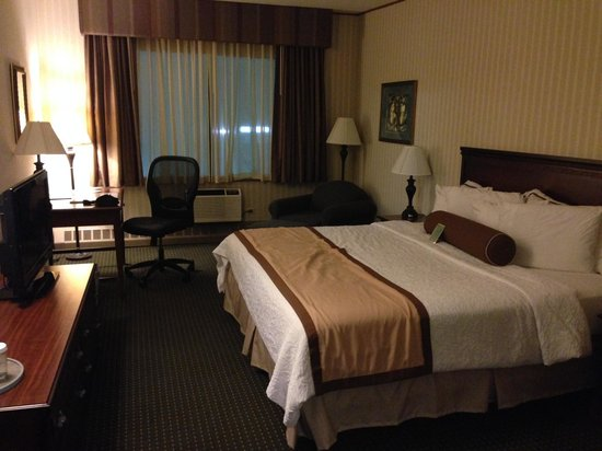 Best Western Plus Fairfield Executive Inn: My room, king-size bed