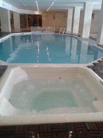 Maritim Hotel Saray Regency : piscine intérieure + jacuzzi