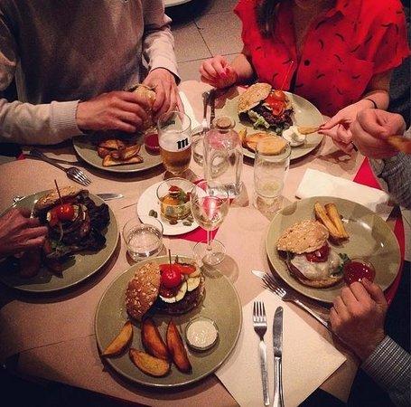 Los Porfiados: Cena entre amigos