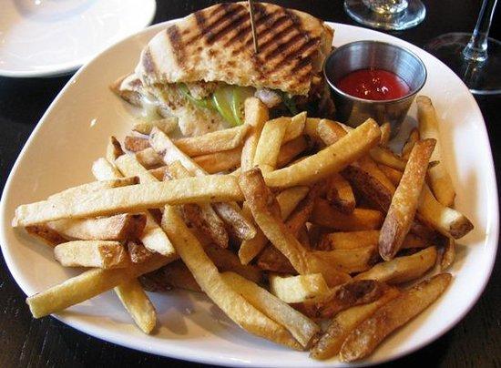 Blue Bell Inn: Chicken & Brie Panini