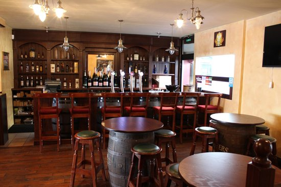 Barrel Oak, The Irish Pub : An extended Bar