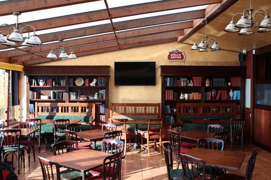 Barrel Oak, The Irish Pub : Care to read a book or two