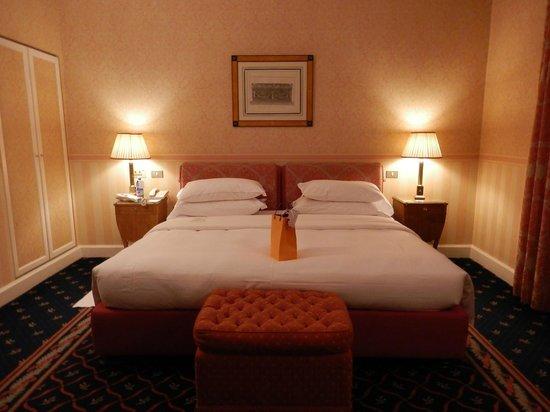Grand Hotel Sitea : cama espaçosa