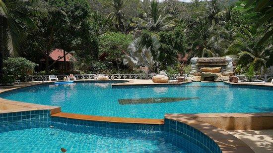 Bottle Beach 1 Resort: piscine
