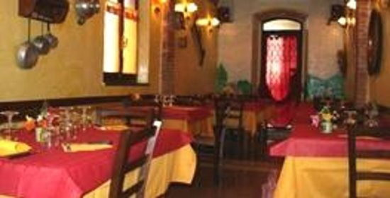 Pizzeria Il Fornaretto: sala tavoli