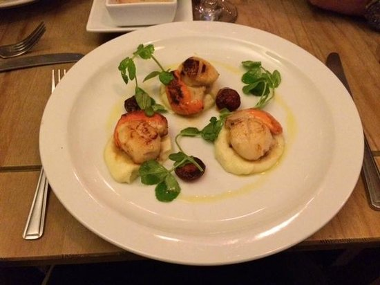 The Oxford Whitstable: Perfectly seared fresh scallops, Chorizo and Cauliflow puree.