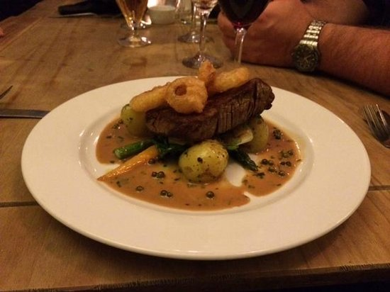 The Oxford Whitstable: Filet steak, onion rings, pepper sauce and vegetables