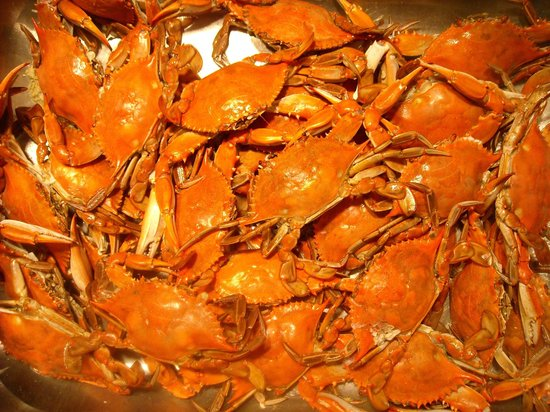 Port Haywood, VA: Steamed blue crabs are a summer staple