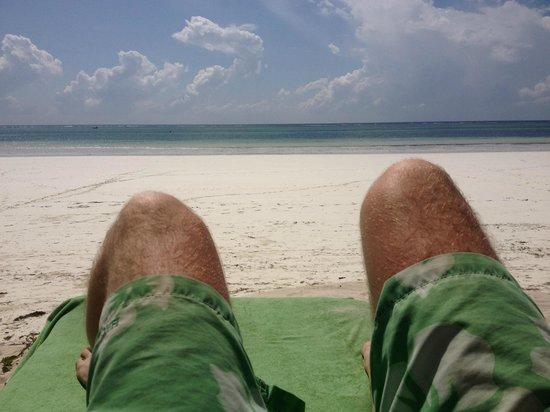 Kenyaways Beach Bed & Breakfast: Beachside chilling