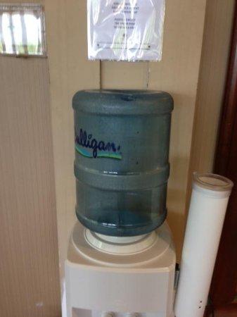 DoubleTree by Hilton Hotel New Bern Riverfront : empty water