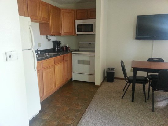 Alexis Park Inn & Suites: Kitchen - dishes available upon request