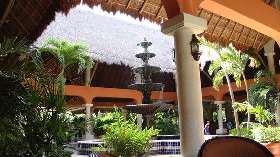 Grand Palladium Colonial Resort & Spa : Hotel area 2011